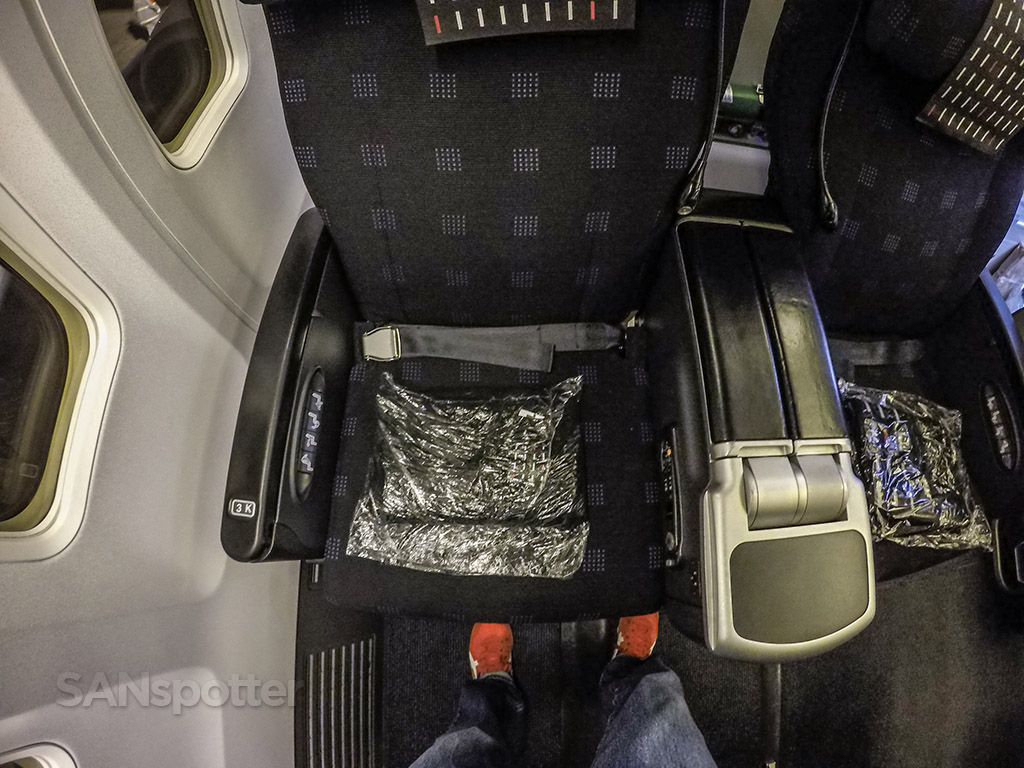 Japan Airlines 737-800 business class seat