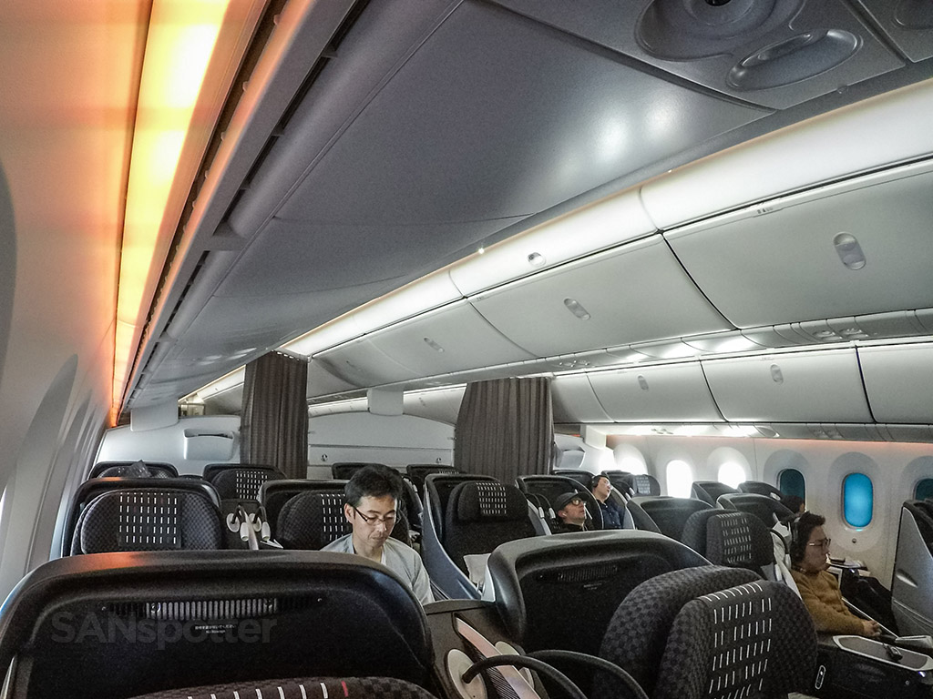 Japan Airlines 787 business class cabin pic