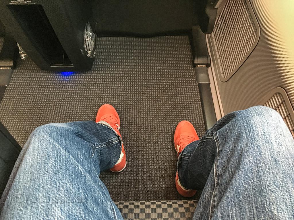 JAL 787 leg room business class