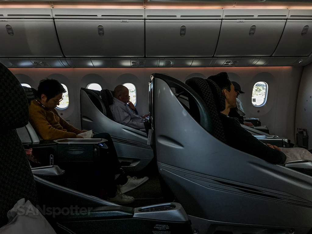 JAL 787 business class interior