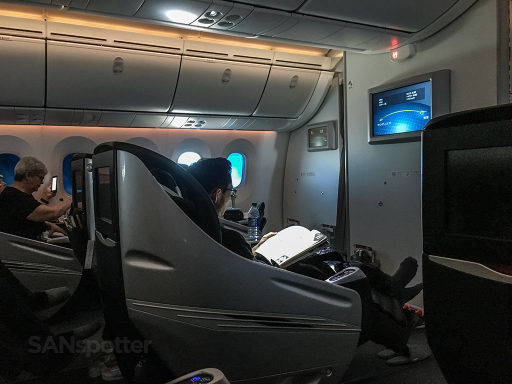 Japan Airlines 787 business class inside