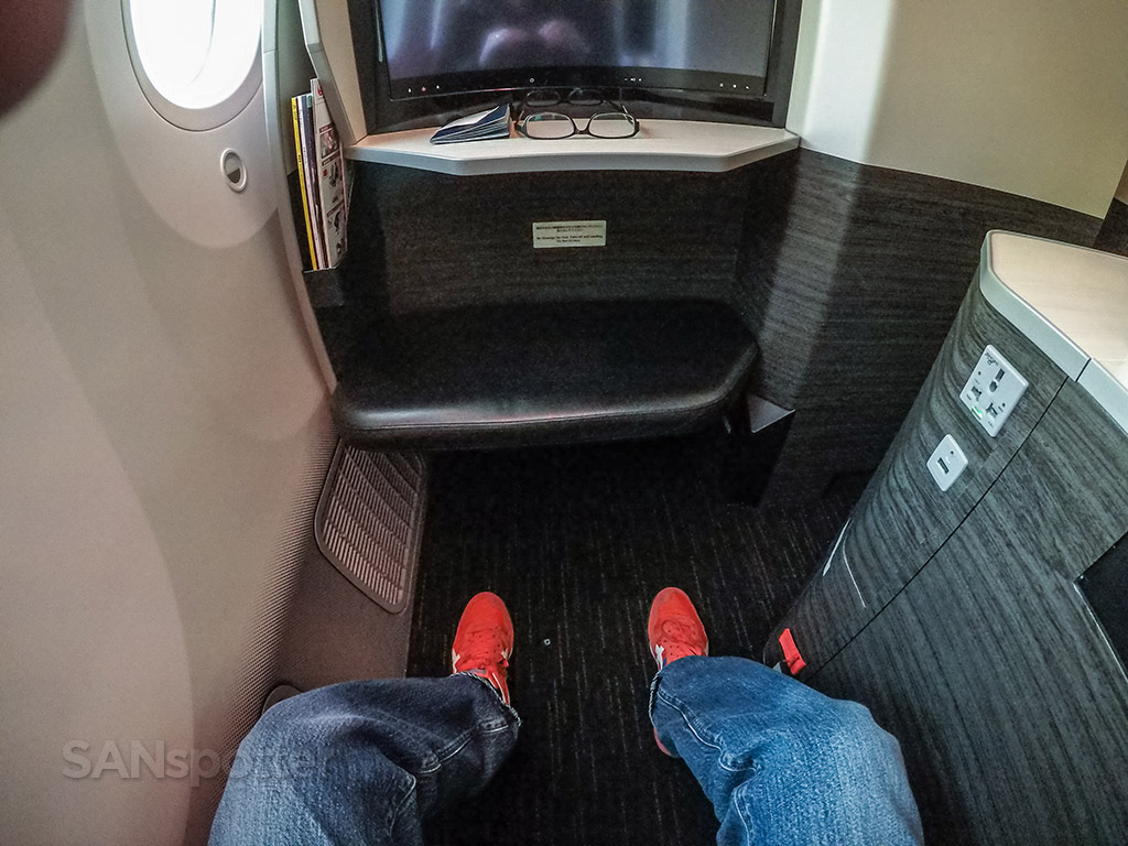 Japan Airlines 787 sky suite leg room