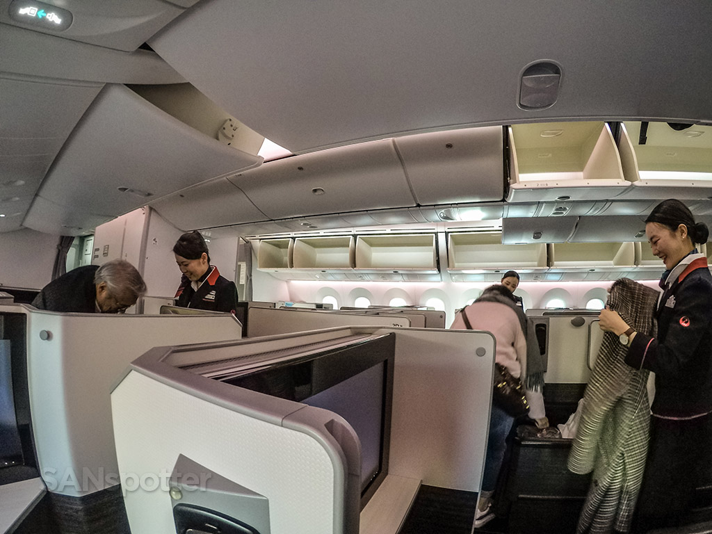 Japan Airlines 787 sky suite business class cabin