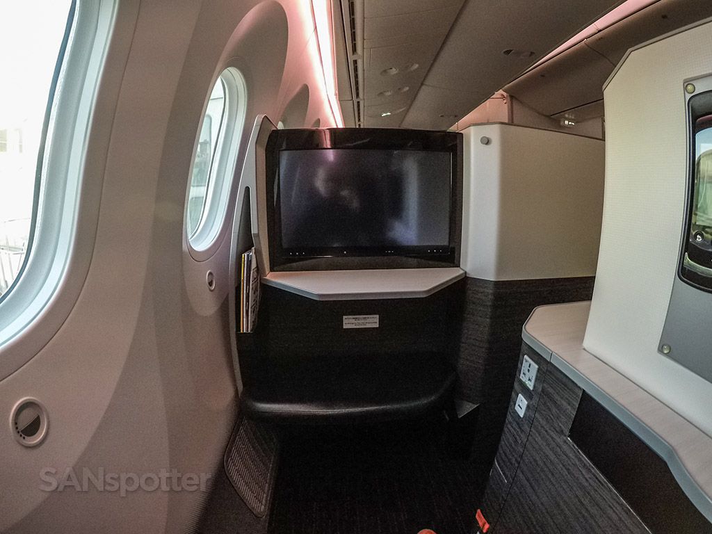 Japan Airlines 787 sky suite