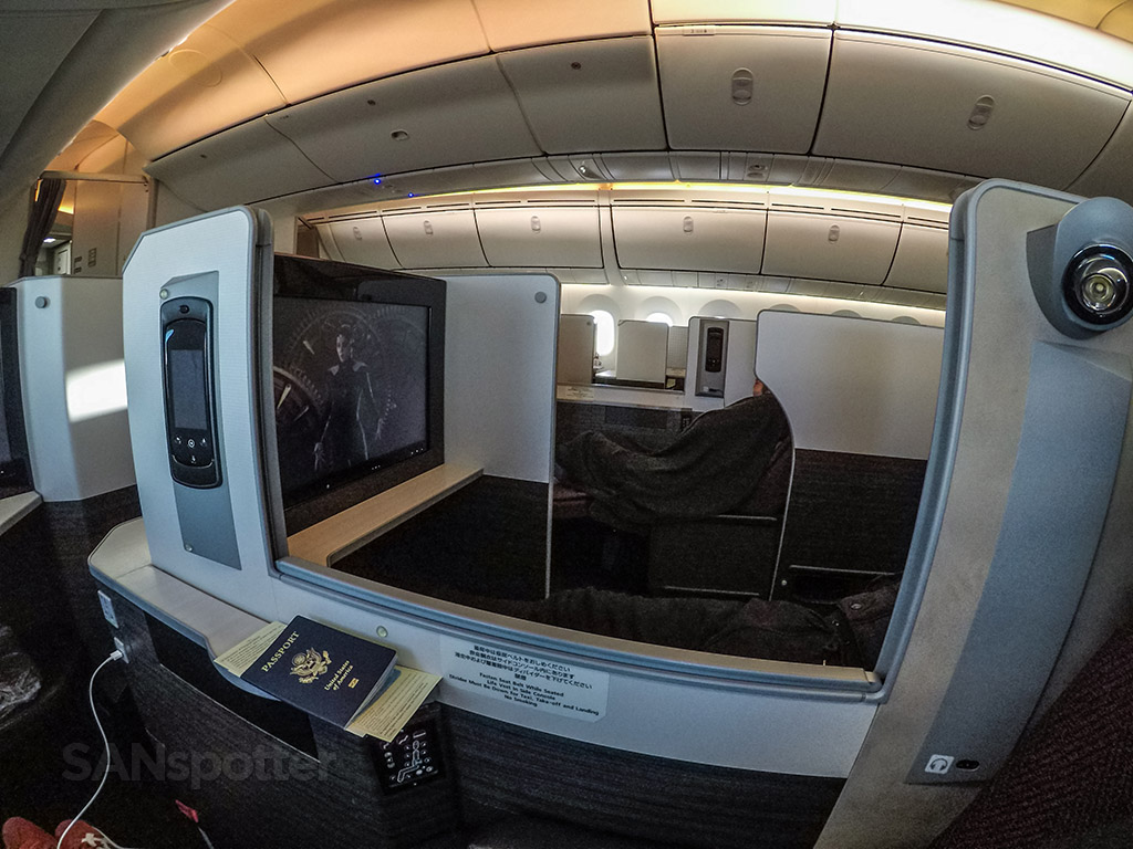 Japan Airlines Boeing 787 sky suite business class