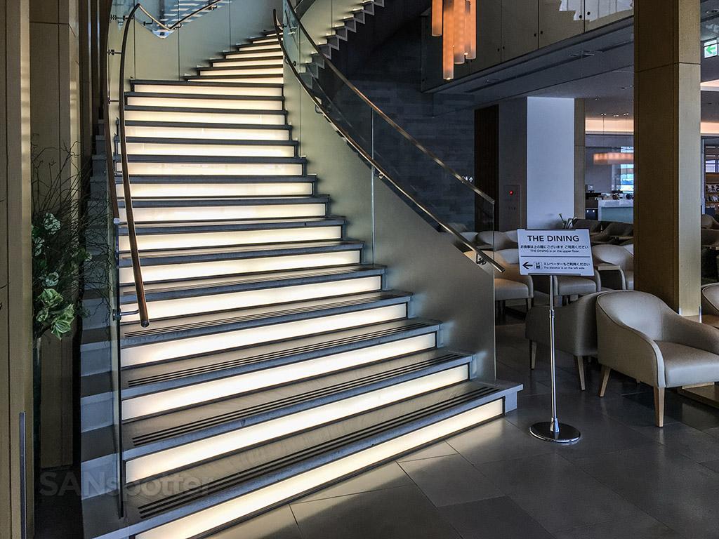 JAL Sakura Lounge grand staircase