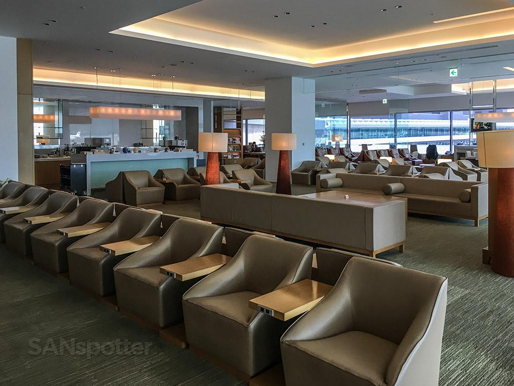 JAL Sakura Lounge Interior