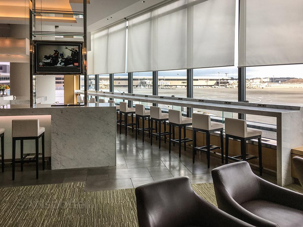 JAL Sakura Lounge Nrt interior