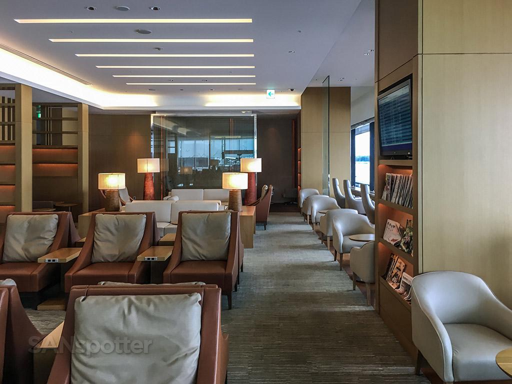 JAL Sakura Lounge open seating