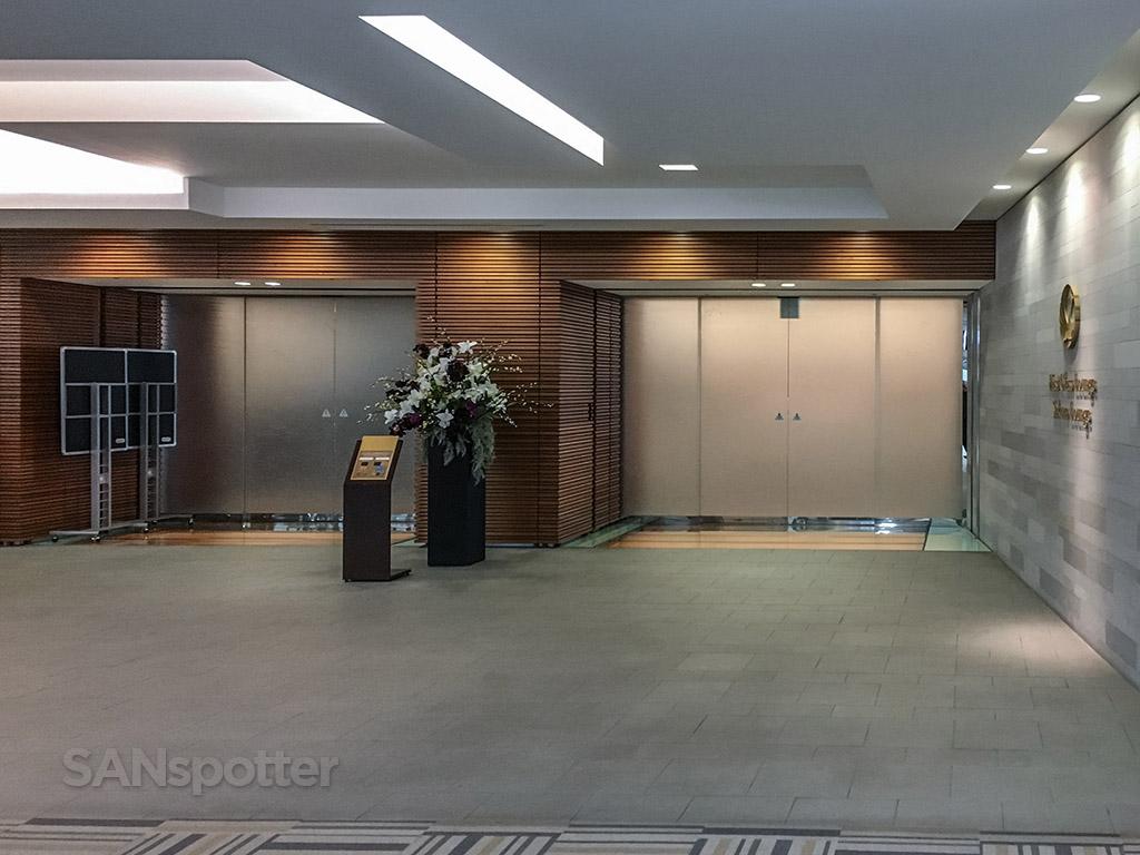 JAL Sakura Lounge entrance