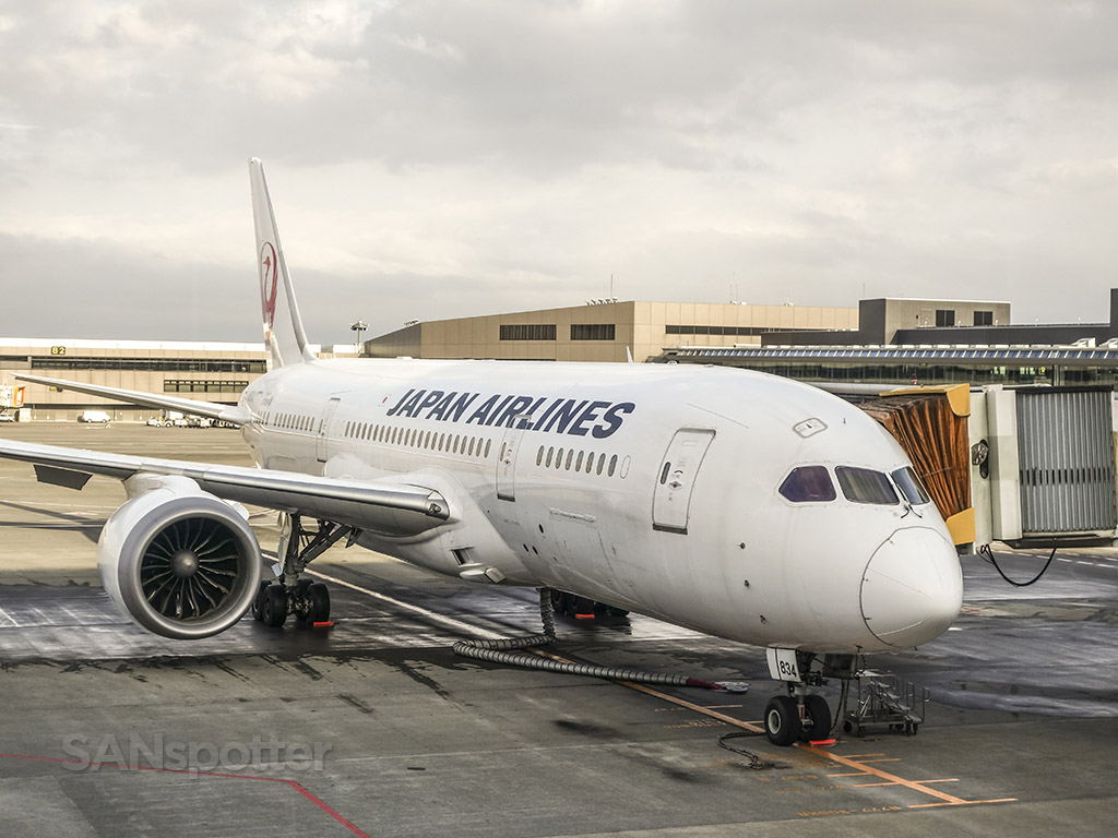 Japan Airlines 787–8 Narita airport