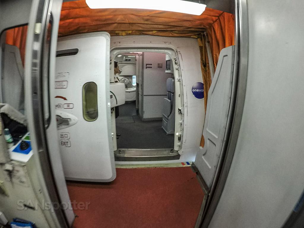 Japan Airlines 787–8 boarding door
