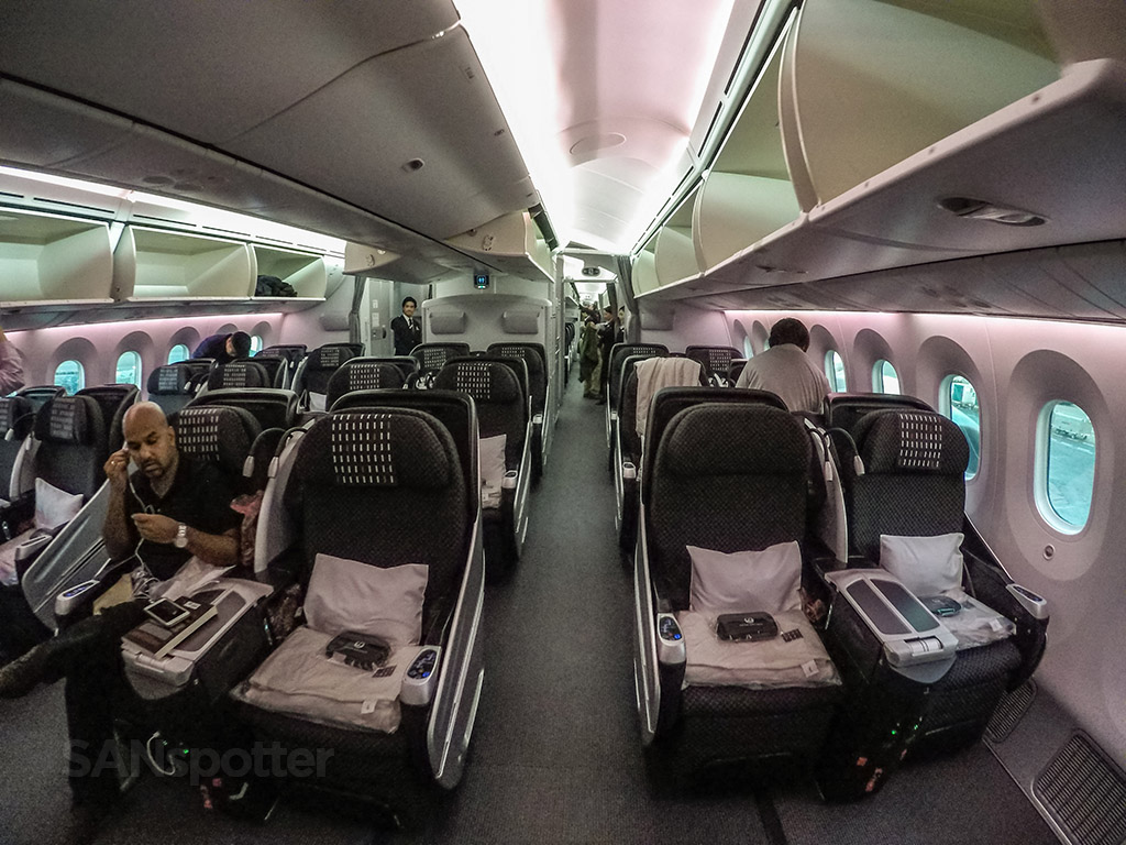 Japan Airlines 787–8 business class