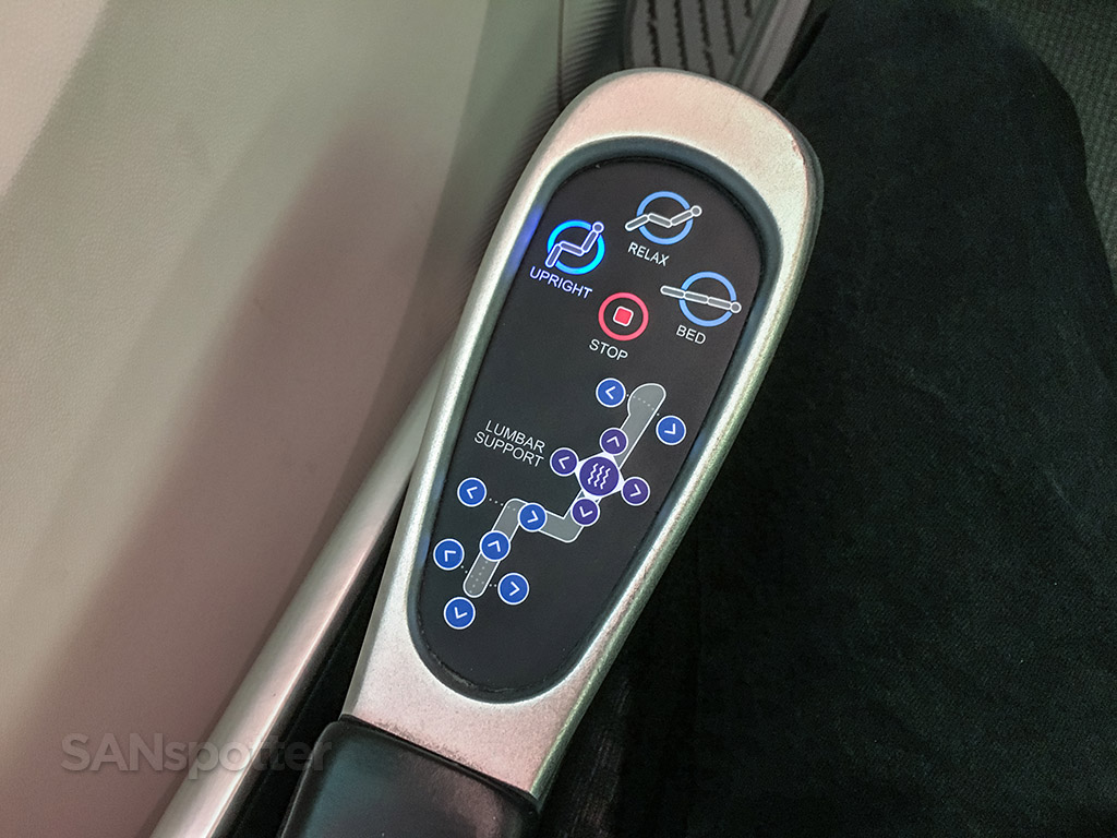 Japan Airlines 787–8 business class seat controls