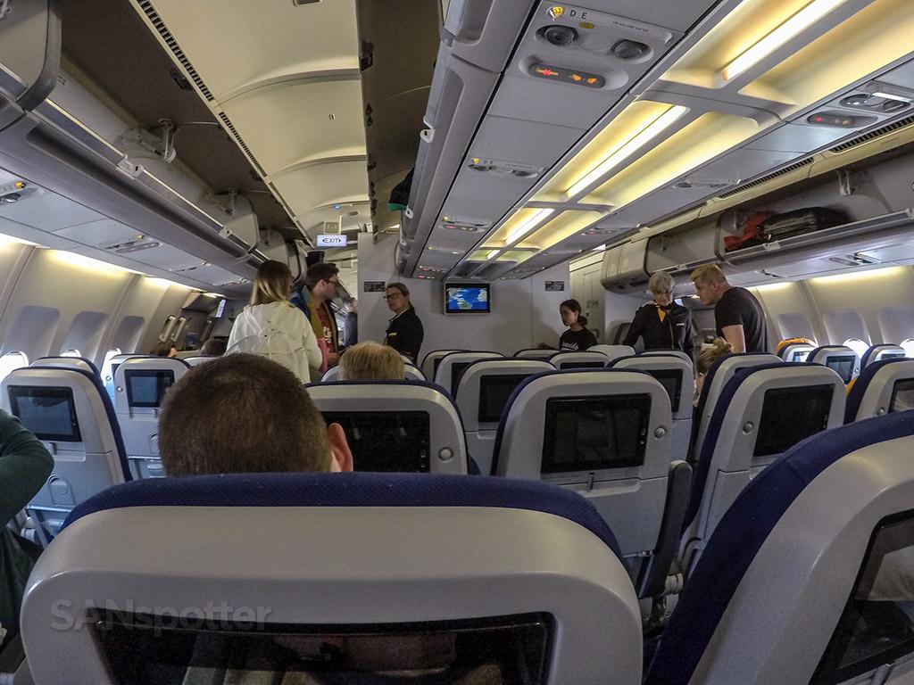 Lufthansa a340-300 economy class