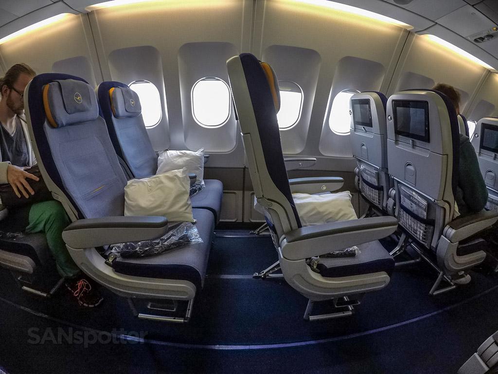 Lufthansa economy class seats