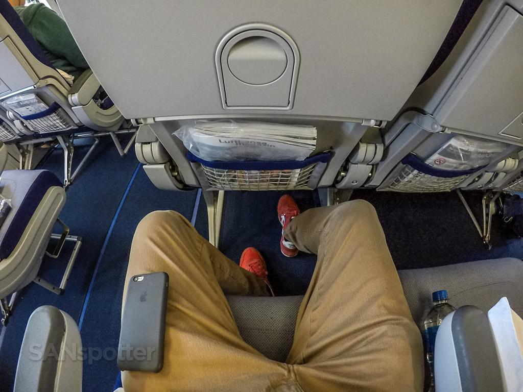 Lufthansa a340-300 seat pitch
