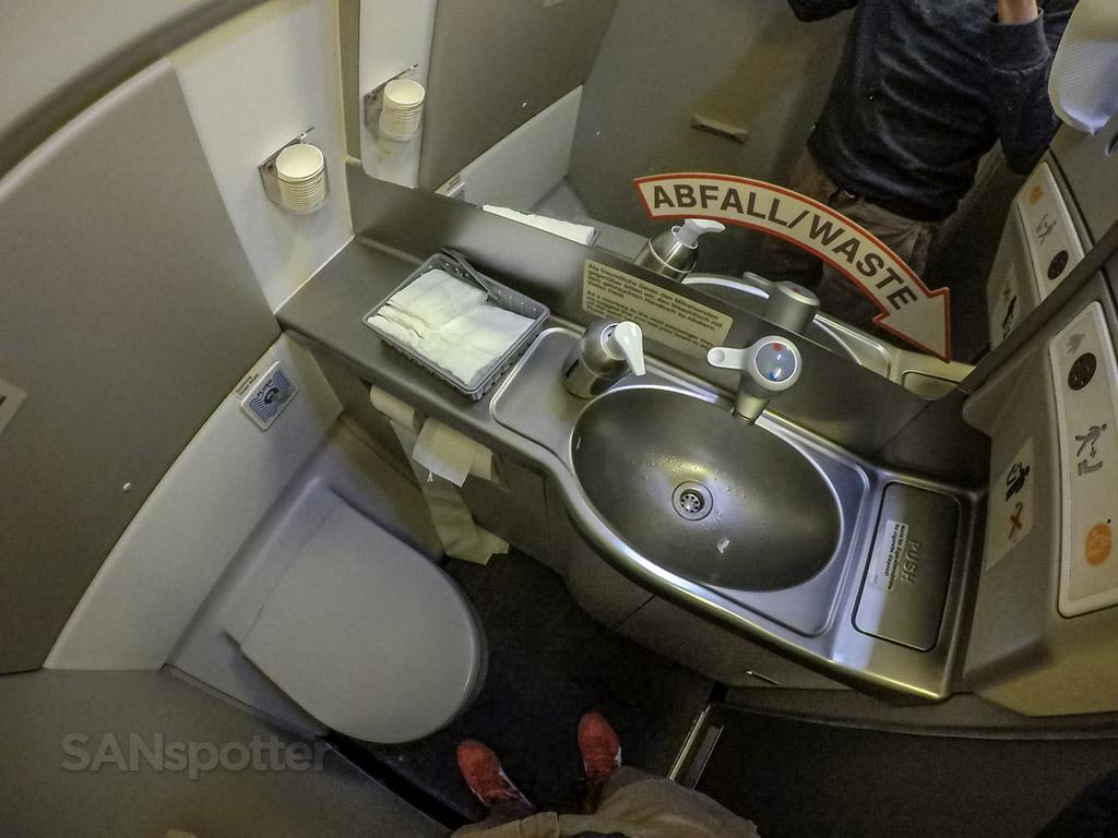 Lufthansa a340 lavatory