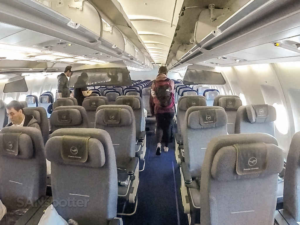 Lufthansa A340–300 economy class