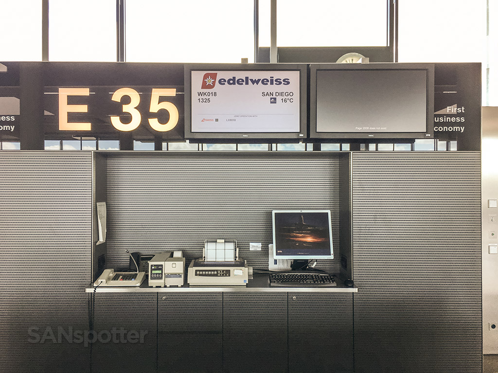 Gate E 35 Zürich airport