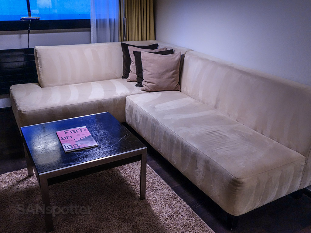 Four points Sheraton Zürich suite furniture