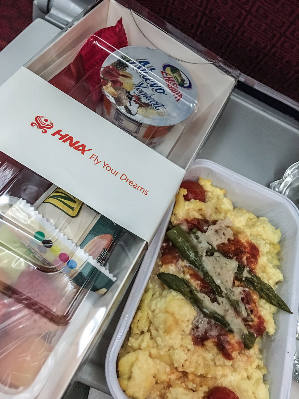 Hainan Airlines economy class breakfast