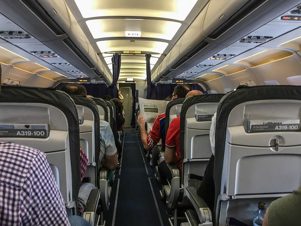 Lufthansa a319 Economy class cabin