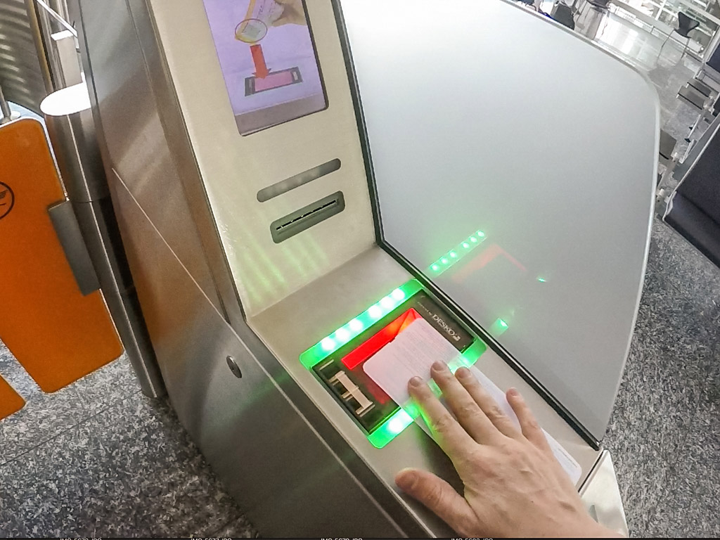 Automated gate machine Frankfurt airport