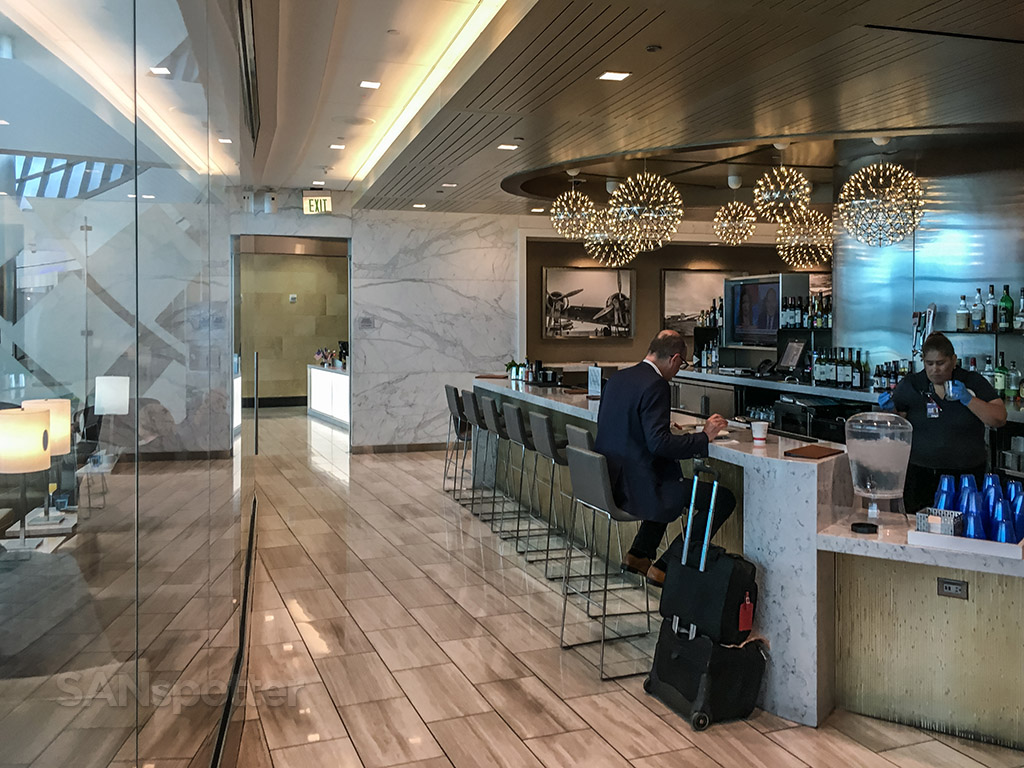United club San Diego airport bar