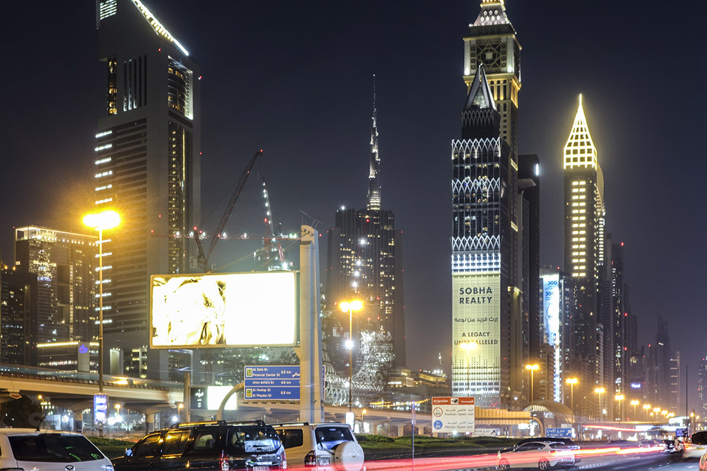 Walking around Dubai at night