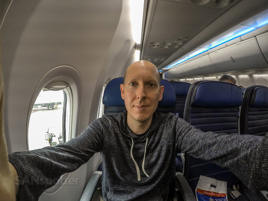 SANspotter selfie United 737-800 economy