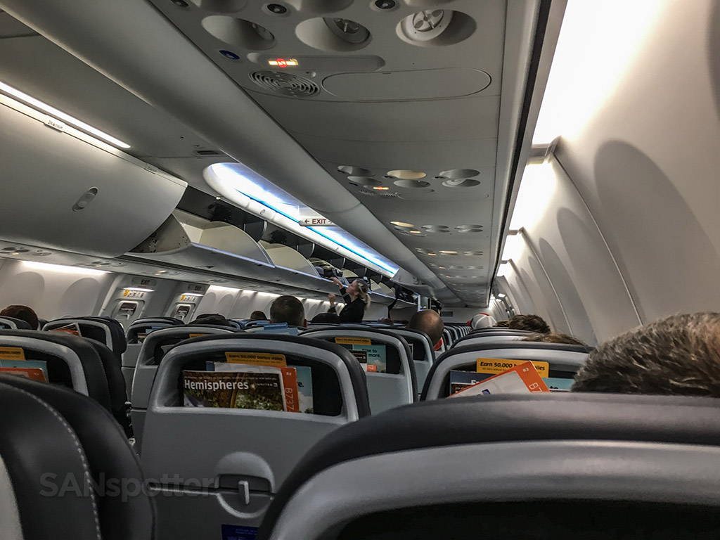 United airlines 737–800 sky interior