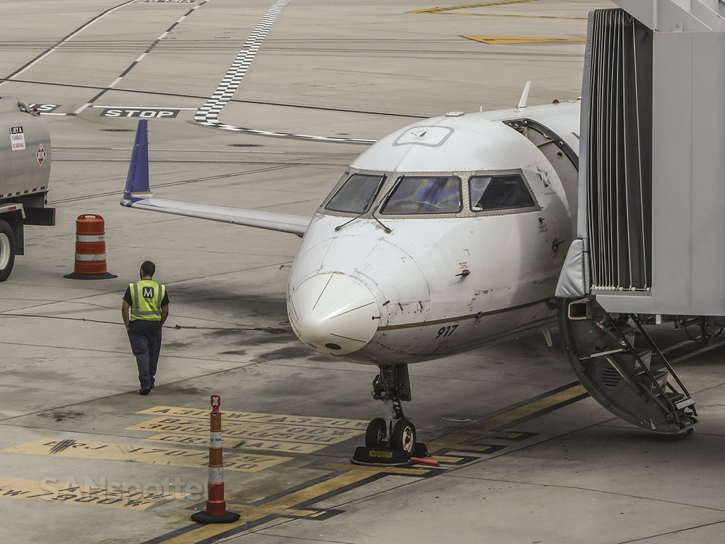 United express CRJ-200 chipped paint