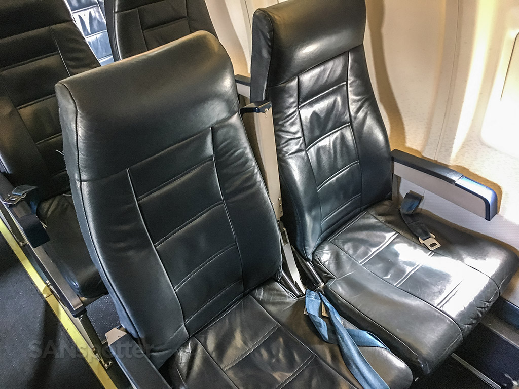 United express CRJ-200 seats