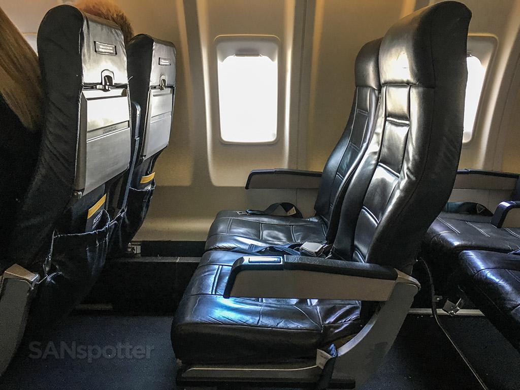 United express CRJ-200 interior