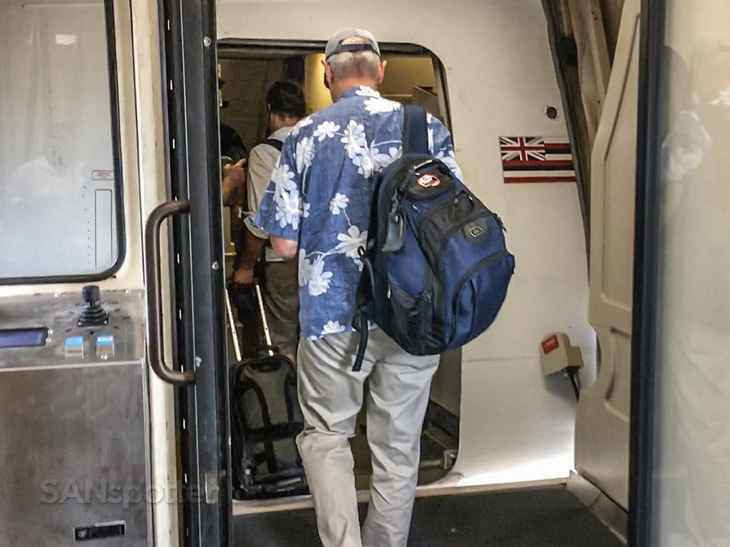 Hawaiian Airlines 76 740 unde Hawaiian Airlines 767-300 boarding door
