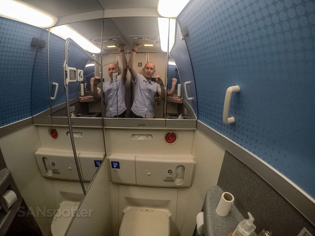 Turkish Airlines 777-300 lavatory