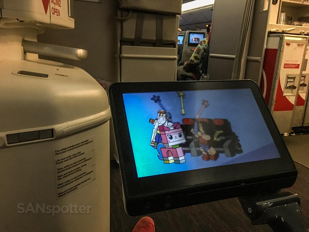 Turkish Airlines 777–300 interior cabin