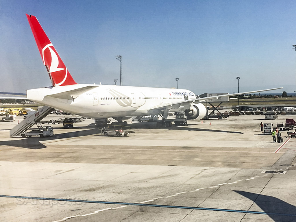 Turkish Airlines 777 Istanbul airport