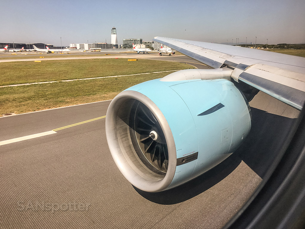 Austrian Airlines 777-200 GE 90 engine