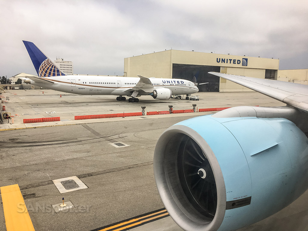 United Airlines 787–9 LAX