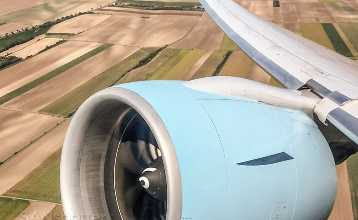 Austrian Airlines 777-200 GE90 engine