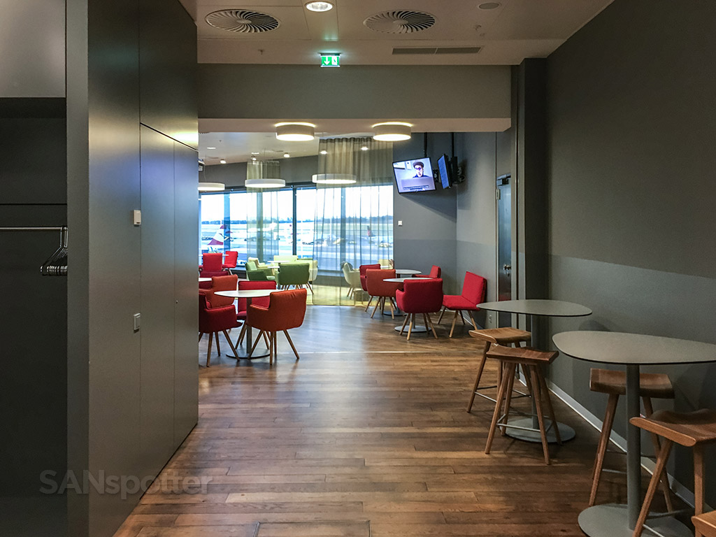 Austrian Airlines business class lounge review