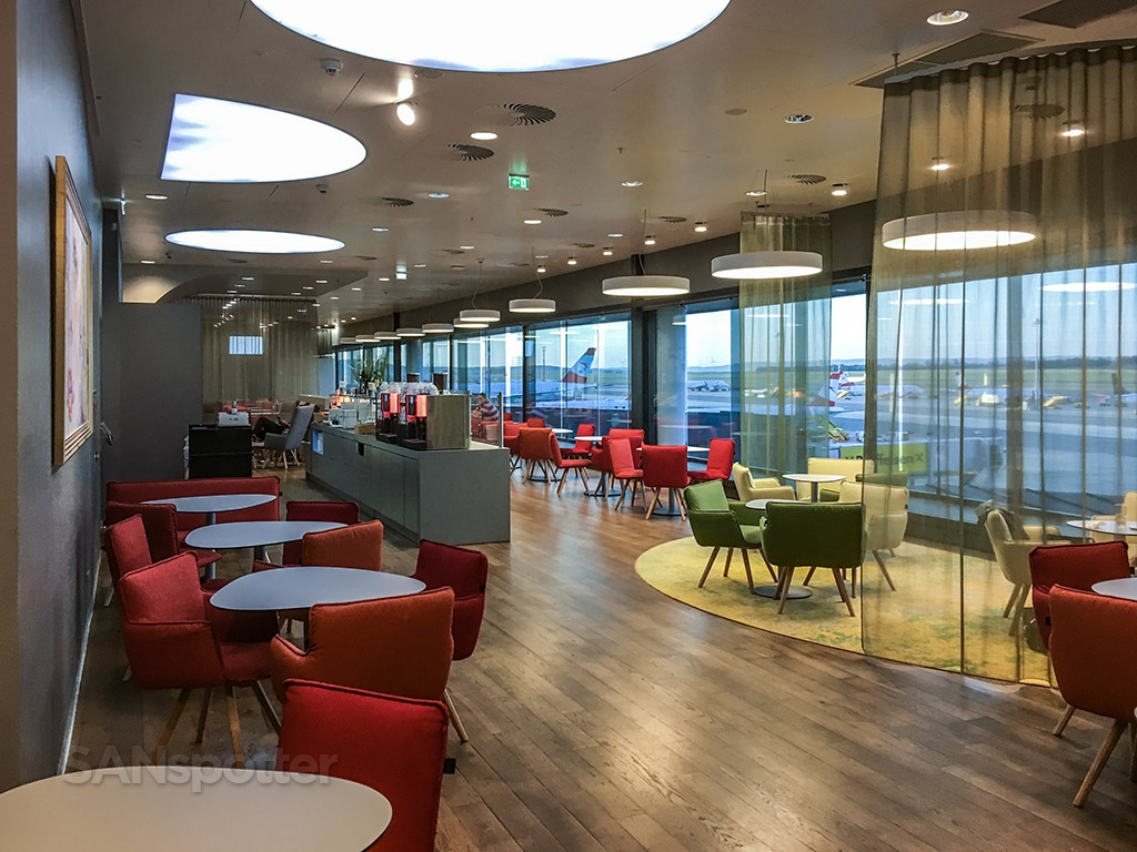 Austrian Airlines lounge review Vienna airport