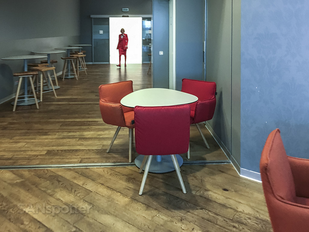 Austrian Airlines star alliance business class lounge review Vienna airport