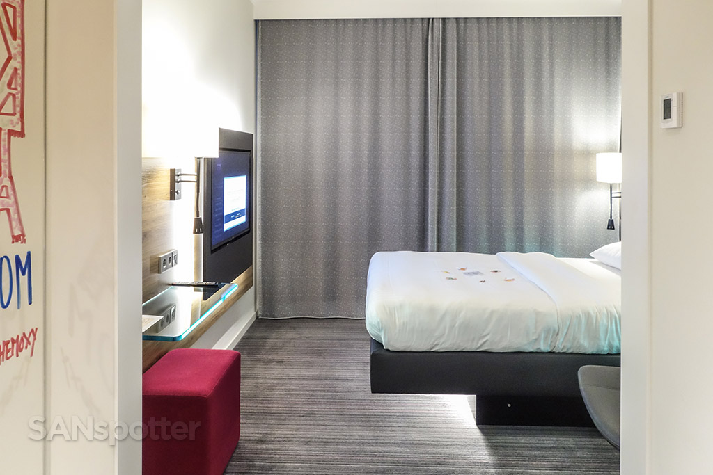 Moxy hotel room review