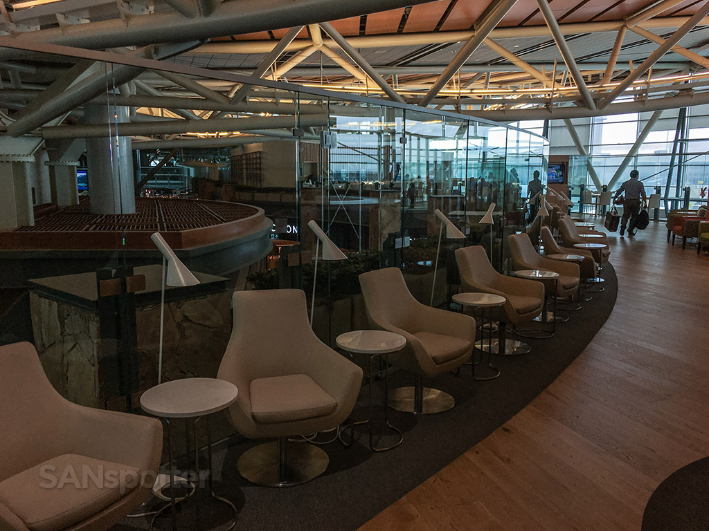 SkyTeam lounge YVR seating