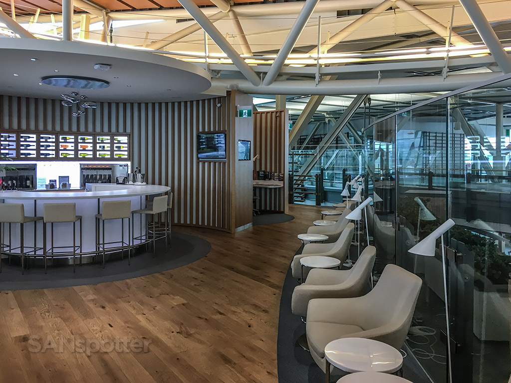 SkyTeam lounge yvr review