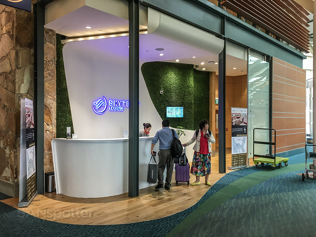 SkyTeam lounge YVR entrance