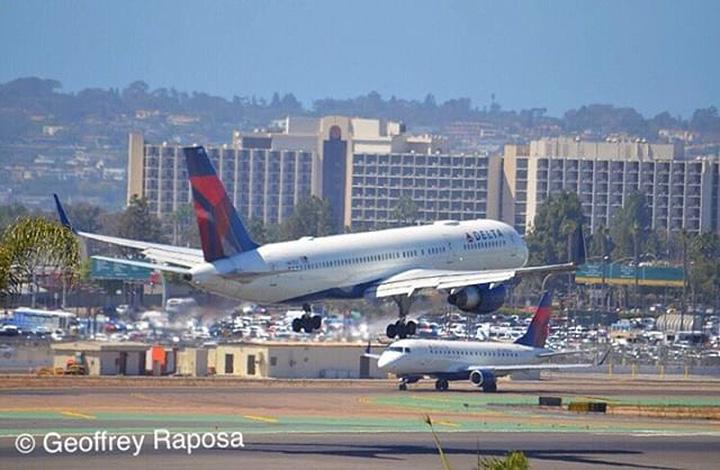 Delta 757-200 landing at SAN